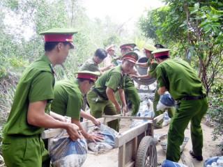 Thanh niên Công an Bến Tre hành quân dã ngoại tại xã Sơn Định