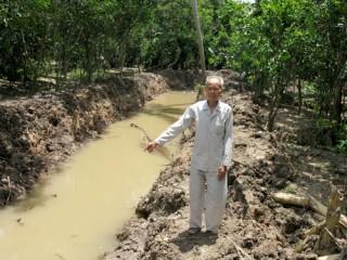 Tân Phú nở rộ phong trào góp đất xây đường nông thôn mới