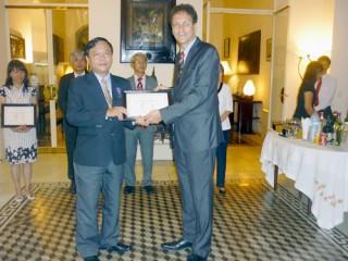 """Tiến sĩ Nguyễn Văn Huấn - Phó Giám đốc Sở Giáo dục và Đào tạo được phong tặng Huân chương """"Hiệp sỹ Cành cọ Hàn lâm"""""""