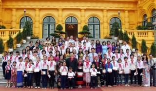 Chủ tịch nước Trương Tấn Sang gặp mặt các trẻ em có hoàn cảnh đặc biệt khó khăn
