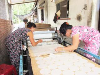 Sơn Đốc đưa máy cán bánh phồng vào sản xuất