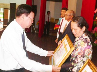 Trao tặng các danh hiệu thi đua và hình thức khen thưởng cấp Nhà nước
