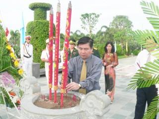 Tổ chức trang trọng lễ viếng nghĩa trang liệt sĩ tỉnh