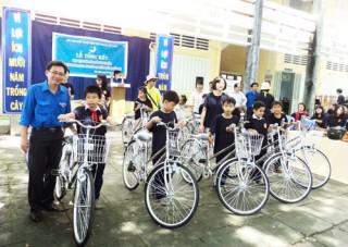 Đoàn Dream School Hàn Quốc giao lưu tại xã Hữu Định