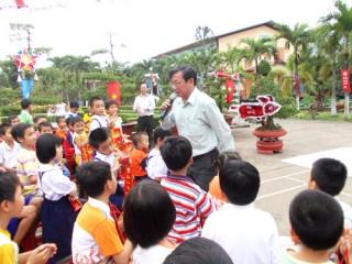 Lãnh đạo tỉnh thăm và tặng quà trung thu cho các cháu thiếu nhi tại các Trung tâm bảo trợ