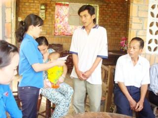 Chi đoàn Cục Thuế hỗ trợ học sinh nghèo