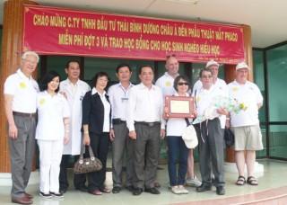 Mổ mắt Phaco cho 156 bệnh nhân nghèo