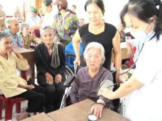 Xã Thạnh Phú Đông khám sức khỏe, phát thuốc miễn phí cho người nghèo