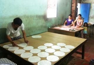 Sôi động làng nghề bánh phồng Phú Ngãi