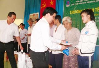 Tổng Công ty Cổ phần Phân bón và Hóa chất dầu khí tặng quà Tết cho hộ nghèo