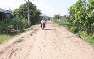Tích cực vận động giải phóng mặt bằng, xây dựng giao thông nông thôn