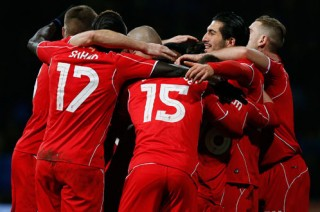 Liverpool lội ngược dòng loại Bolton ở phút chót