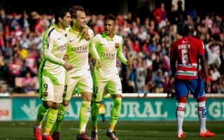 Suarez & Messi tỏa sáng, Barcelona đánh bại Granada