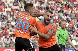 Valencia nghẹt thở giành vé dự Champions League