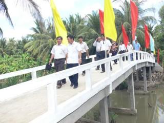 Kiểm tra tiến độ xây dựng xã nông thôn mới ở Đại Điền và Định Thủy