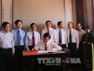 Chủ tịch nước dâng hương tại Khu lưu niệm Luật sư Nguyễn Hữu Thọ ở Long An