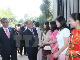 Chủ tịch Quốc hội đến thăm Đại sứ quán Việt Nam tại Hoa Kỳ