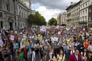Hàng chục nghìn người tuần hành ủng hộ tiếp nhận người di cư