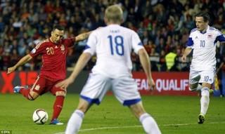 Cazorla lập cú đúp, Tây Ban Nha có vé dự VCK Euro 2016