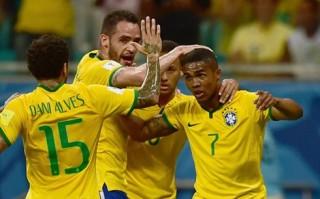 Douglas Costa tỏa sáng, Brazil thắng đậm Peru