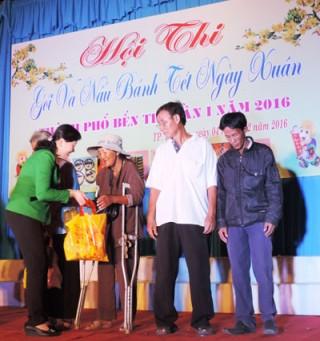 766 hộ nghèo được nhận bánh Tét ngày Xuân