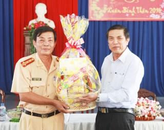 Chủ tịch UBND tỉnh Cao Văn Trọng thăm và chúc Tết các đơn vị