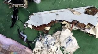 Mảnh thi thể cho thấy đã có một vụ nổ trên máy bay Ai Cập