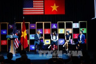 Tổng thống Hoa Kỳ Barack Obama giao lưu với cộng đồng doanh nghiệp trẻ tại Thành phố Hồ Chí Minh