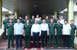 Thủ tướng Nguyễn Xuân Phúc: LLVT Quân khu 4 gìn giữ, tôn vinh hình ảnh anh Bộ đội Cụ Hồ trong lòng nhân dân
