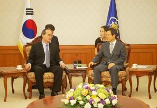 Ông Nguyễn Thiện Nhân chào xã giao Thủ tướng Hàn Quốc Hwang Kyo-Ahn