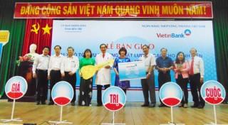 VietinBank tặng xe cứu thương chất lượng cao cho Bệnh viện Nguyễn Đình Chiểu