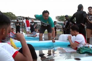 Tuyển VN và Malaysia cùng tập kín