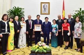 Phó Thủ tướng Trịnh Đình Dũng tiếp đoàn Hiệp hội Chữ thập đỏ và Trăng Lưỡi liềm đỏ quốc tế