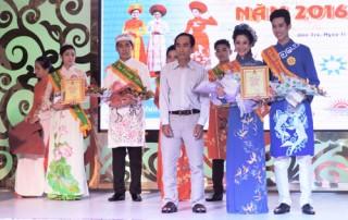 Thí sinh Mai Thị Ánh Xuân và Lê Anh Tú đạt giải nhất