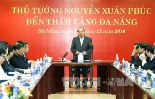 Thủ tướng Nguyễn Xuân Phúc thăm Cảng Đà Nẵng và Trung tâm phối hợp tìm kiếm cứu nạn hàng hải Việt Nam Khu vực II