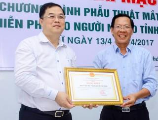 200 bệnh nhân nghèo được phẫu thuật mắt miễn phí