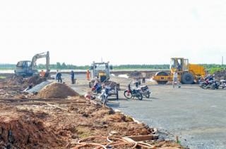 Tiếp tục đầu tư hoàn chỉnh hạ tầng trong và ngoài khu công nghiệp