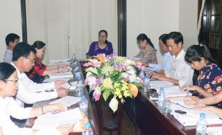Họp tổ thảo luận tài liệu Kỳ họp thứ 5, khóa IX