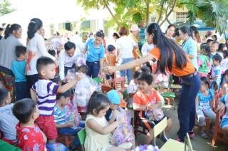 300 người nghèo xã Hòa Lợi được khám chữa bệnh miễn phí