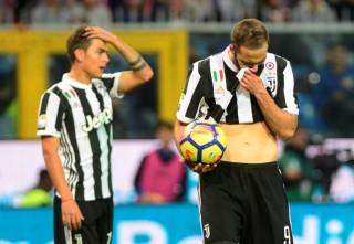 Thua sốc Sampdoria, Juventus đã kém Napoli 4 điểm