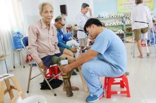 210 bệnh nhân khuyết tật được lắp chân, tay giả
