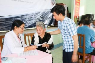 200 người dân Phú Mỹ được khám bệnh miễn phí