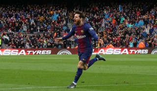 Messi lập tuyệt phẩm đá phạt, Barca hạ Atletico Madrid