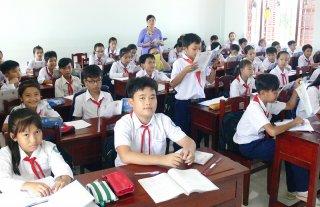"""Trường THCS Huỳnh Tấn Phát: Điển hình tiên tiến trong phong trào thi đua """"Dạy tốt, học tốt"""""""