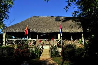 Làng Bến Tre - Nơi lưu giữ và truyền tiếp ngọn lửa truyền thống Việt Nam - Cuba