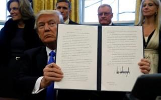Gần 2.000 người bị cấm vào Mỹ theo sắc lệnh của Tổng thống Trump