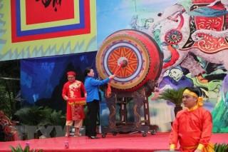 Chủ tịch Quốc hội đánh trống khai hội Lễ hội Bà Triệu