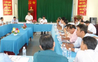 Bí thư Huyện ủy Giồng Trôm làm việc với Đảng ủy xã Hưng Lễ