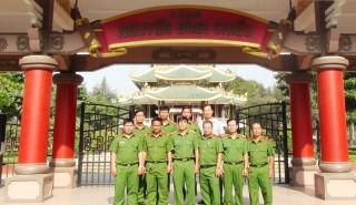 Cán bộ, chiến sĩ cảnh sát phòng cháy chữa cháy và cứu nạn cứu hộ về nguồn tại huyện Ba Tri