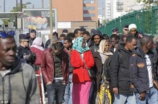 Pháp sẽ tạm giữ người nước ngoài 90 ngày trước khi trục xuất